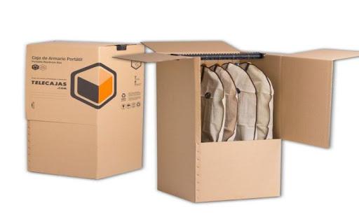 Sắp xếp quần áo dễ nhăn khi chuyển nhà