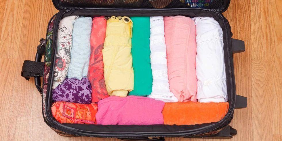 Sắp xếp quần áo gọn gàng khi chuyển nhà