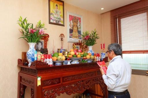 Trang trí bàn thờ gia tiên có ý nghĩa quan trọng với mỗi gia đình Việt