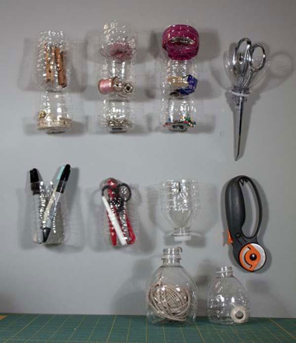 Những giá treo đồ được tận dụng vỏ chai nhựa