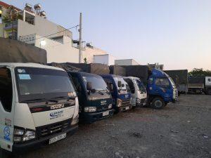 Đội ngũ xe tải chở hàng