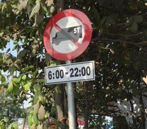 Biển báo cấm xe tải 5 tấn