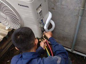 Nhân viên thực hiện đúng quy trình tháo lắp và di dời máy lạnh