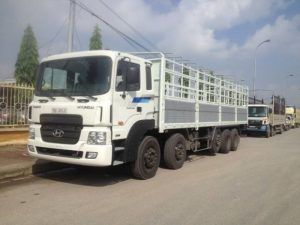 Kích thước thùng xe tải 30 tấn là 12m x 2,5m x 2.6m (dài x rộng x cao)