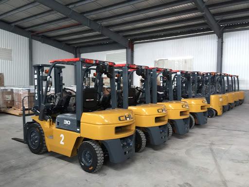 Hệ thống xe nâng hàng chất lượng tại Dịch Vụ Chuyển Đồ