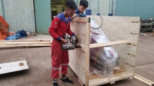 Đóng gói xe máy bằng thùng gỗ