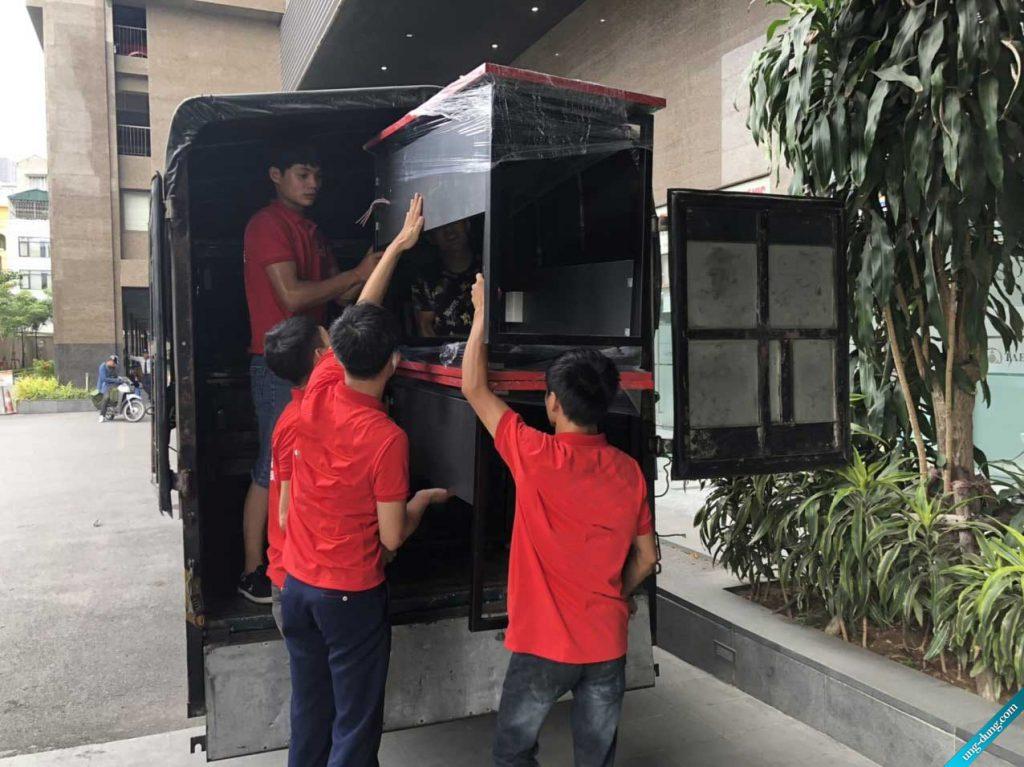 Nhân viên chúng tôi không ngại khó khăn khi chuyển văn phòng tại quận Bình Tân