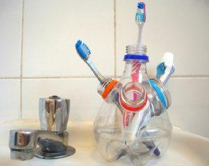 Cách tái chế chai nhựa để đựng đồ đạc