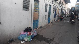 Bạn nên tránh những khu vực rác thải không được dọn dẹp