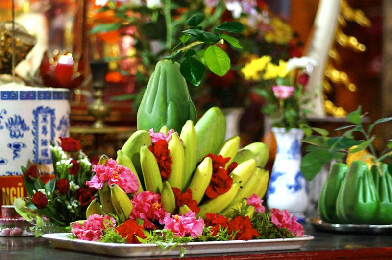 Bình hoa và mâm quả