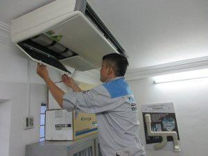 Nhân viên cung cấp dịch vụ tháo lắp, di dời máy lạnh chuyên nghiệp