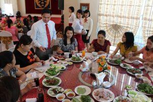 Một buổi tiệc tân gia ấm cúng cùng gia đình