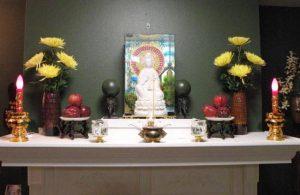 Lập bàn thờ theo tôn giáo